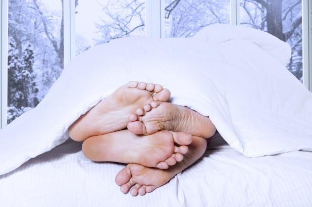 Пет причини зошто шансите за секс се поголеми во зима отколку во остатокот од годината