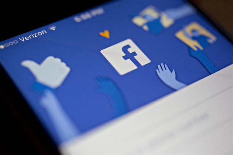 Facebook им дозволувал на компаниите да ги читаат пораките од инбокс