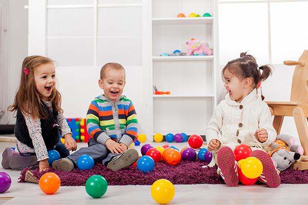 Светските педијатри предупредуваат: Не им подарувајте вакви играчки на децата, ги попречуваат во развојот