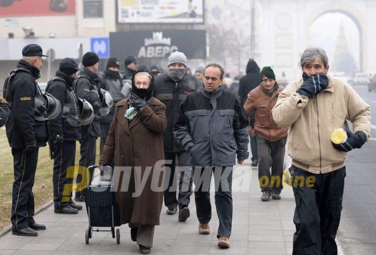 """""""Канцерогено општество"""" на нов протест пред Собранието поради загадувањето"""