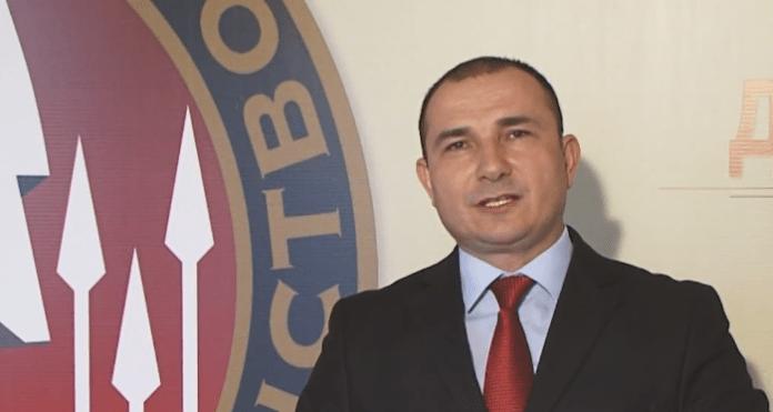 Генералот до Албанка на Твитер: Ти си обично п.че, сепак те сакам