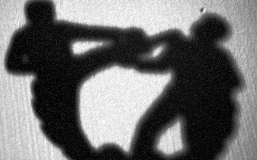 Малолетници се испотепале во школски двор, настрадал и скопјанец кој се обидел да ги разводи