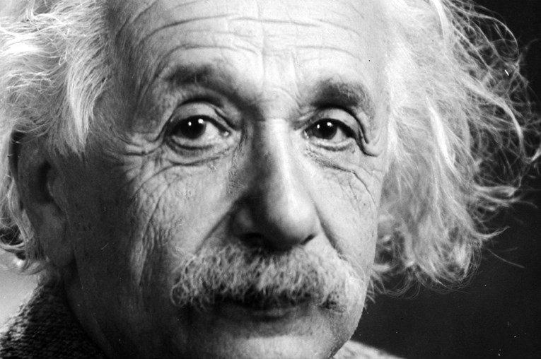 Писмо на Ајнштајн, во кое вели дека Бог е израз на човековата слабост, продадено за 2,9 милиони долари