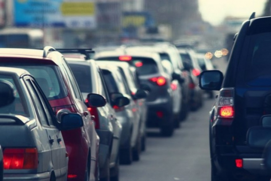 Нема одлука дека не смее повеќе од тројца да се возат во автомобил: Министерот на СДСМ, Петровска прави паника кај граѓаните
