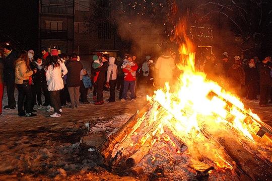 Град Скопје апелира да не се палат огнови на отворено, општините нема да даваат дрва за Бадник
