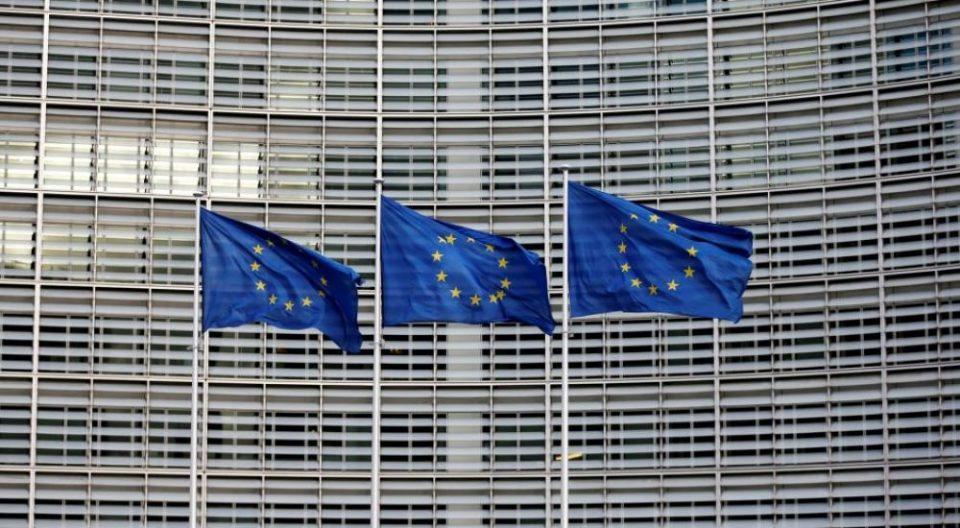 Брисел повторно ја повика Приштина да ги повлече таксите