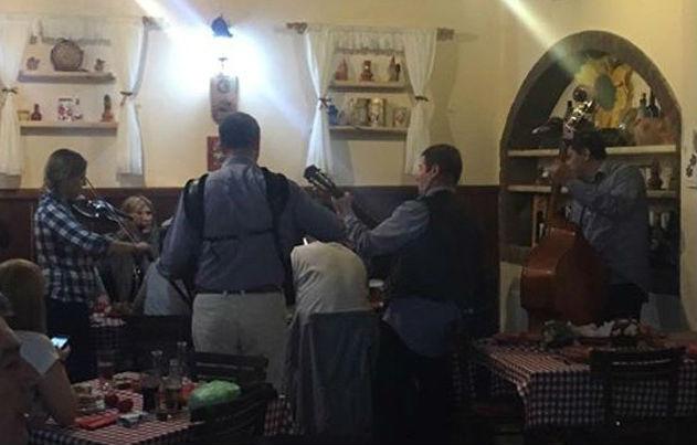 Закани во скопска кафеана: Пијани гости не давале музиката да си оди, полицијата морала да интервенира