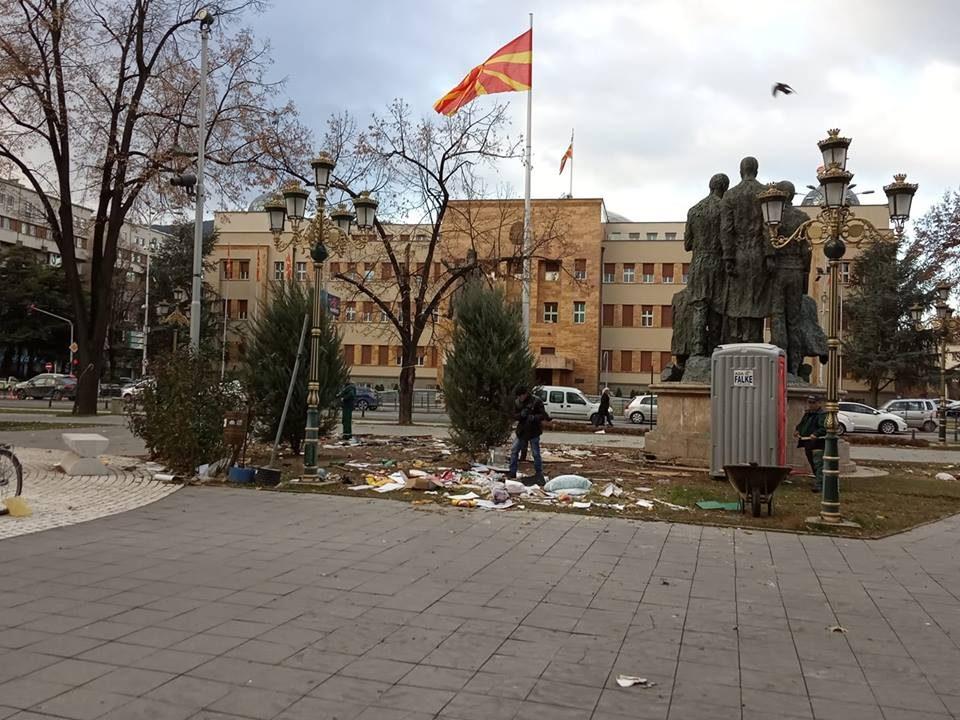 """Отстранет кампот на ,,Македонија блокира"""" од """"Жена парк"""""""