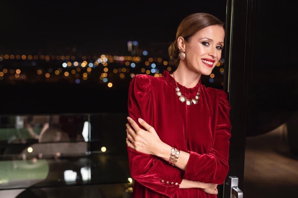 Се забавуваше со сурови богаташи: Српските медиуми и ги изброија сите момчиња на Каролина