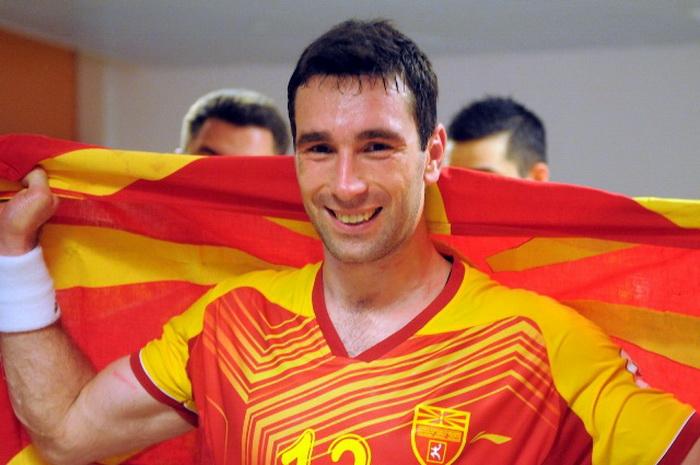 Филип Миркуловски пристигна во Скопје: Се понудив да помогнам да ги научиме младите како треба да се однесуваат кон македонскиот дрес