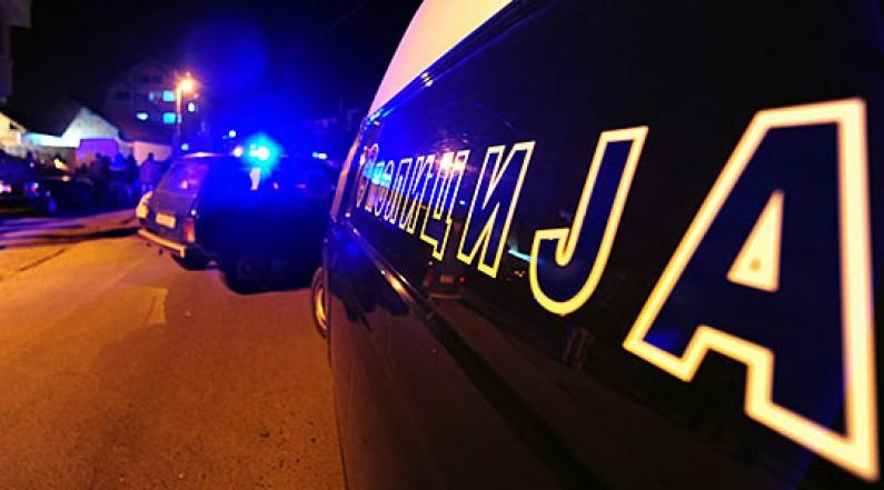 """Пукање ноќеска во Бањани, со """"Сеат"""" удриле полициско возило"""