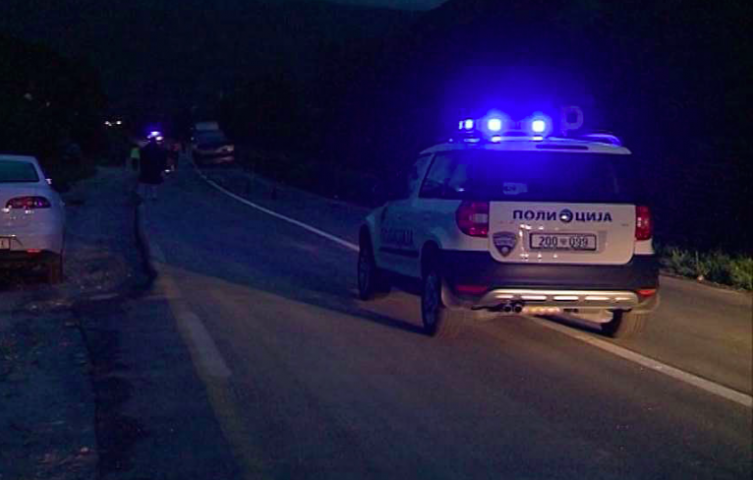 """Со """"БМВ"""" џип излетал од коловозот и се превртел – Скопјанец тешко повреден завршил на Клиника"""