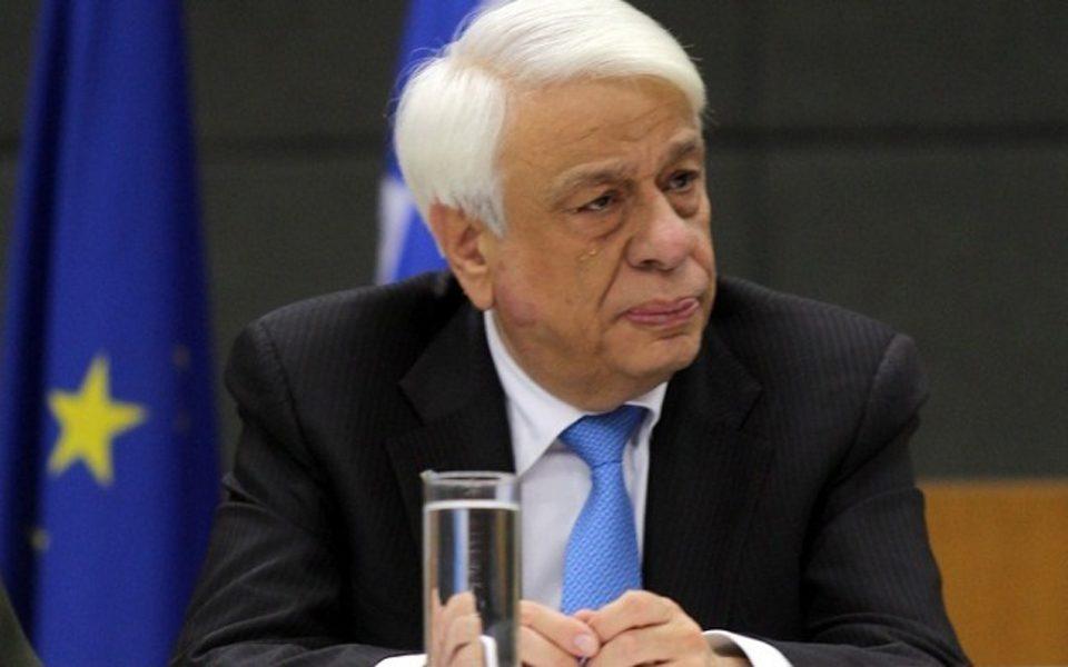 """Павлопулос: Грција нема да прифати """"произволно"""" толкување на договорот од Преспа"""