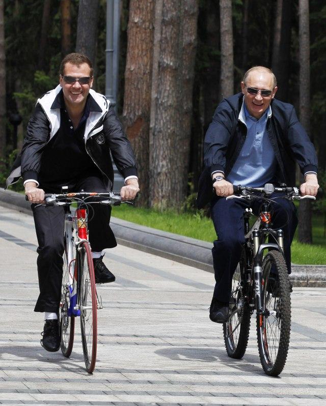 """Медведев останува на чело на """"Обединета Русија"""""""