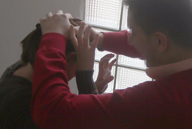 Скопјанка го пријави насилниот сопруг, со месеци ја малтретирал