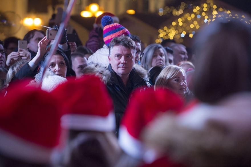 СДСМ: Нема да дозволиме градовите да бидат завиени во мрак, ќе има новогодишно украсување