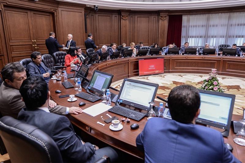 """Министрите на ДУИ не ја прифаќаат двојазичноста, во Владата се зборува македонски """"за да будемо практични"""""""