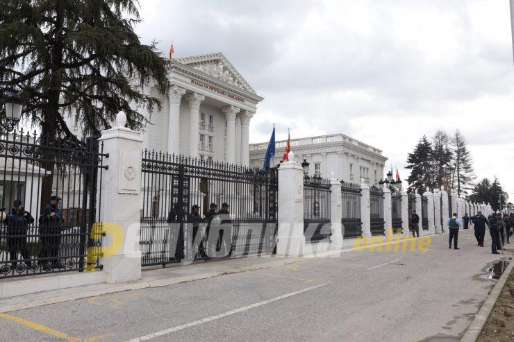 Предизборни остварувања на старите ветувања – Ќе се трга оградата околу Владата