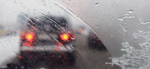 Сообраќајот по влажни коловози, снег на Попова Шапка, магла на патот Велес – Катланово
