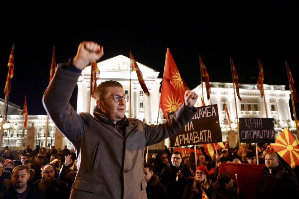 Лажните вести доаѓаат од владината зграда на Илинденска