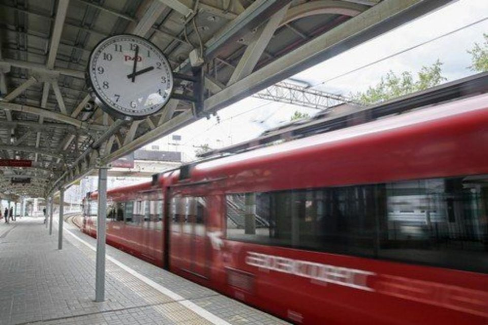 Падна системот на железницата, а сите од Службата за информации се на боледување