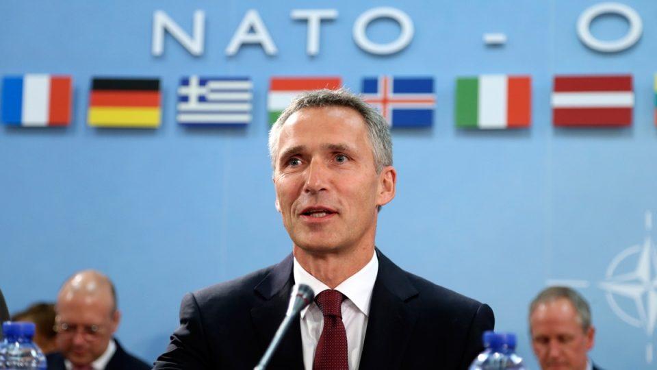 """Столтенберг во Париз ќе разговара со Макрон за """"мозочната смрт на НАТО"""""""