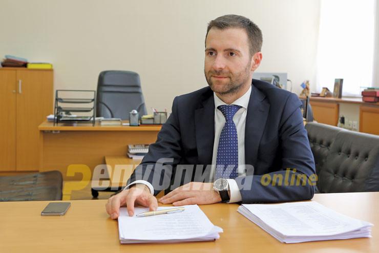 Димовски: Уставот не дозволува осум Албанци заменици министри, а само шест Македонци