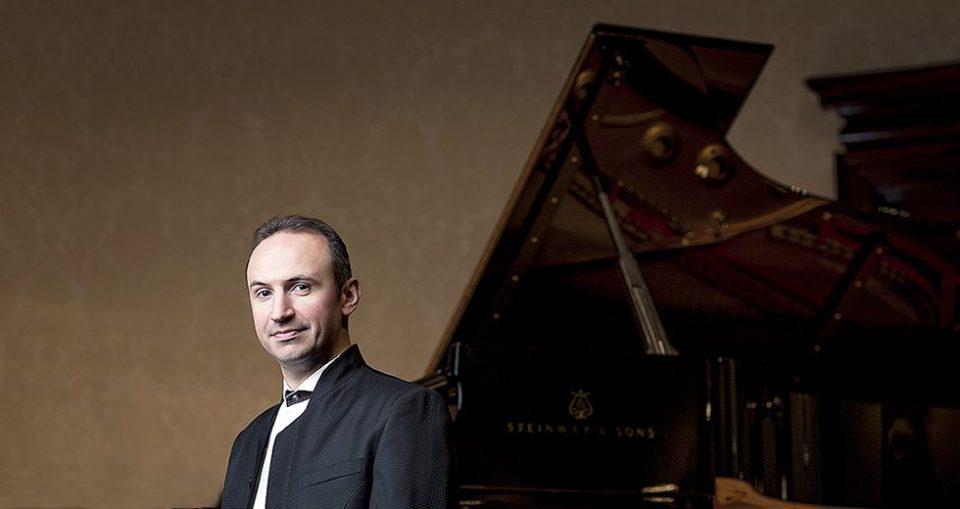 Симон Трпчески ја отворa новата концертна сезона на Прашката филхармонија