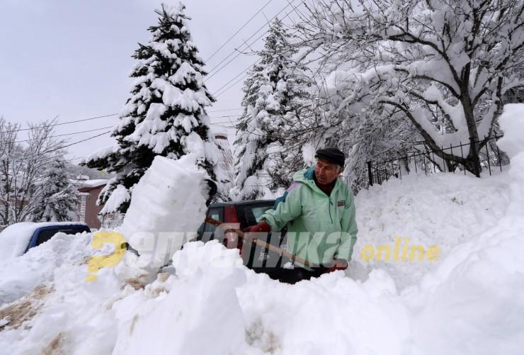 Mинус 15 степени на Попова Шапка, 56 сантиметри снег во Маврово
