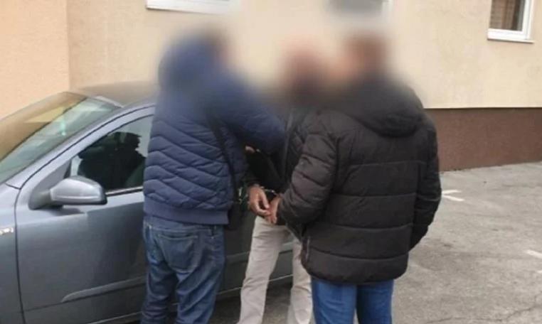 Фатен со марихуана и нож за време на полициски час