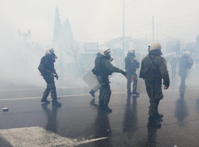 Протест и немири во Атина: Молотови коктели фрлени кон полицијата