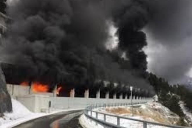 Автобус кој превезувал хрватски ученици изгоре во Швајцарија