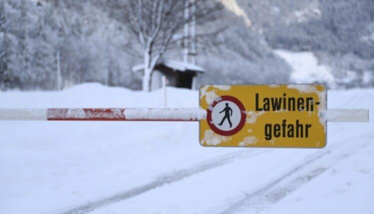 Германски скијачи загинаа во лавина во Австрија