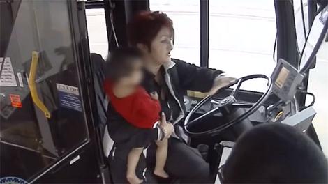 Оваа возачка на автобус е херојот на Америка: Ирена Ивиќ видела полуголо дете на улица среде зима и…