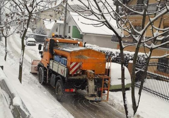 """Чистејќи снег, се запали камион на """"Македонија пат"""""""