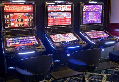 Ограбено казино во Дебар: Управителот го упатил крадецот, едниот е во бегство
