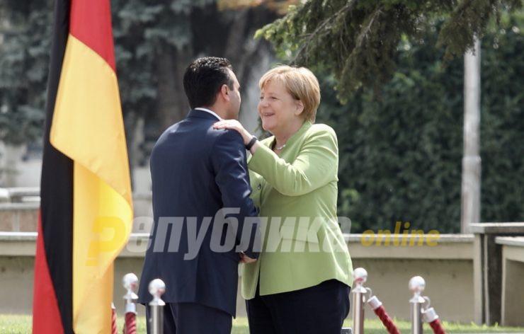 Меркел барала совет од Заев за Косово – еве како ја поучил