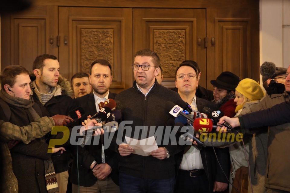 Мицкоски: Одлуката за промена на идентитетот е одлука на 81 пратеник, не е одлука на македонските граѓани