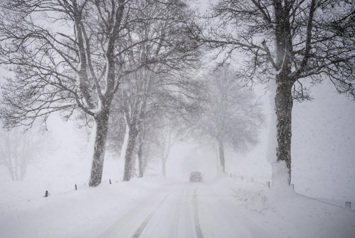 Снежна апокалипса ја парализира Европа: Ветер од 100 километри на час, расте бројот на жртви