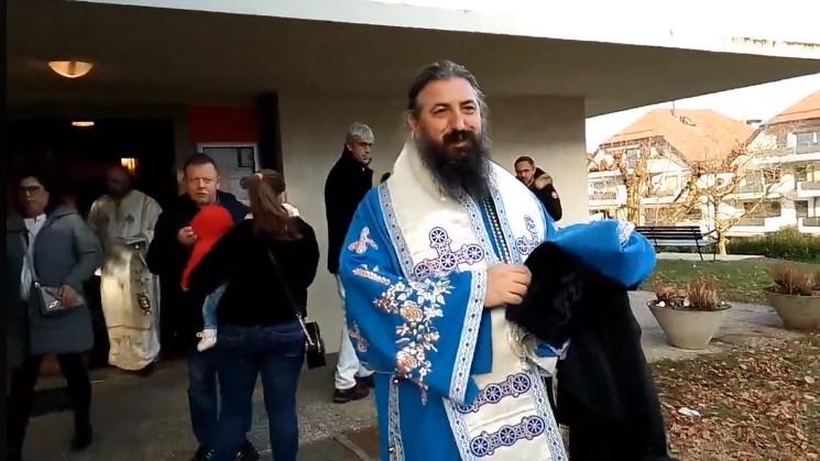 Отец Пимен за Мукоски во Рим: Не би патувал во авион со човек кој отвора врати