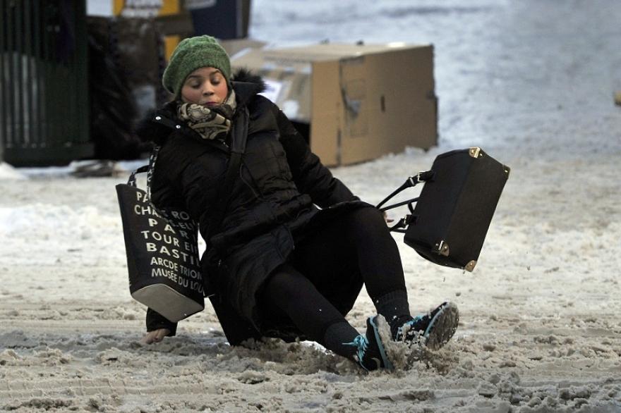 Општините се должни да го исчистат снегот – граѓаните за скршеници можат да тужат