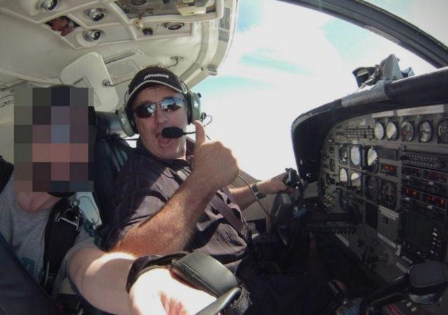 """Се """"чекирал"""" на аеродромот во Нант: Ова е пилотот кој го управувал авионот на Сала"""