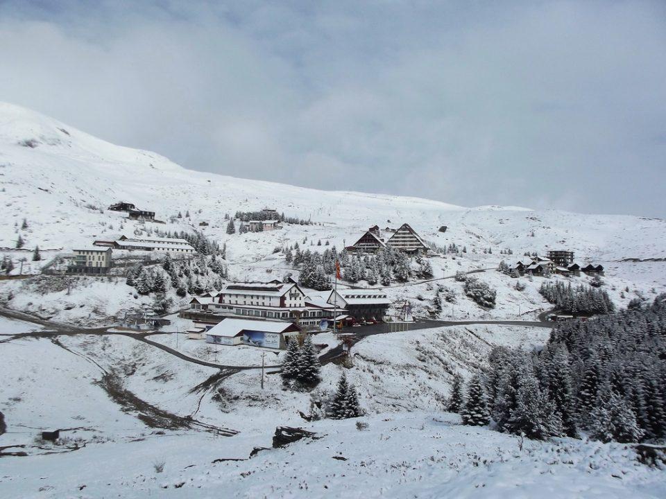 Студениот бран го донесе првиот снег во Македонија