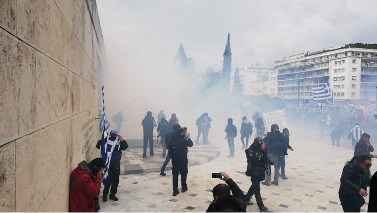 Врие во Атина на протестот против Преспанскиот договор