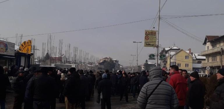 Пандов: Додека Заев пијуцка коктели во џакузи, хунтата удри по најсиромашните
