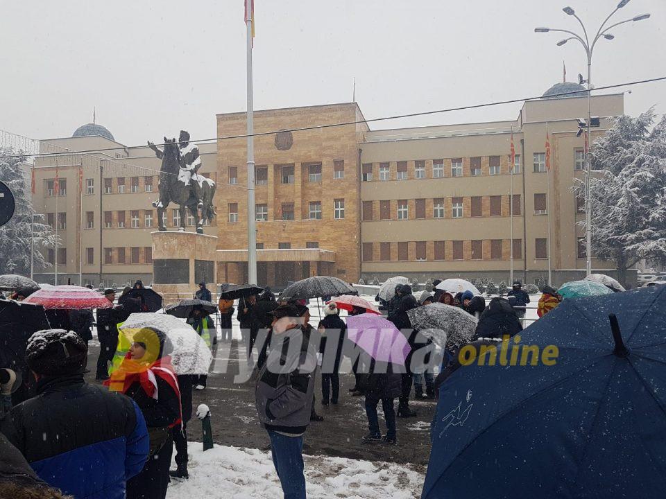 Втор ден протести пред Собранието против уставните измени