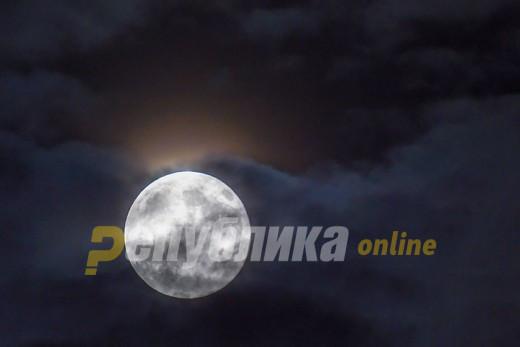 Овој петок 13-ти ќе видиме морничава полна месечина
