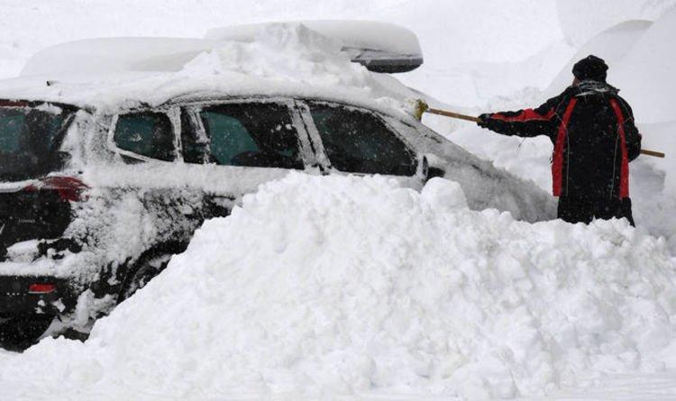 Илјадници луѓе во Австрија заробени поради снежните врнежи, осум лица го загубија животот
