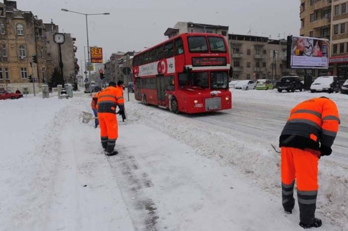 Наместо чистење на улици – кратење на автобуси