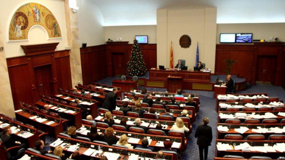 Криејќи се зад празниците, СДСМ сака да донесе преку 180 закони по скратена постапка